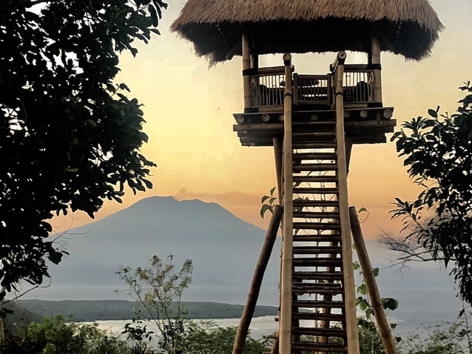 Agung Volcano Amok sunset bar restaurant eagle nest