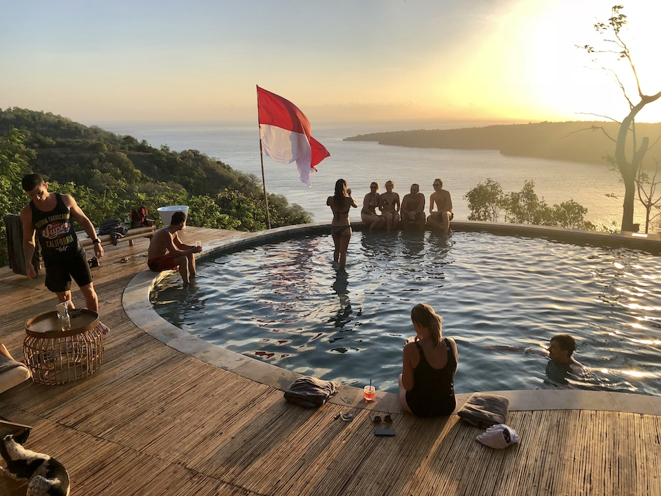 Amok sunset bar restaurant pool nusa penida
