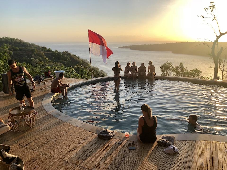 Amok sunset bar restaurant pool nusa penida